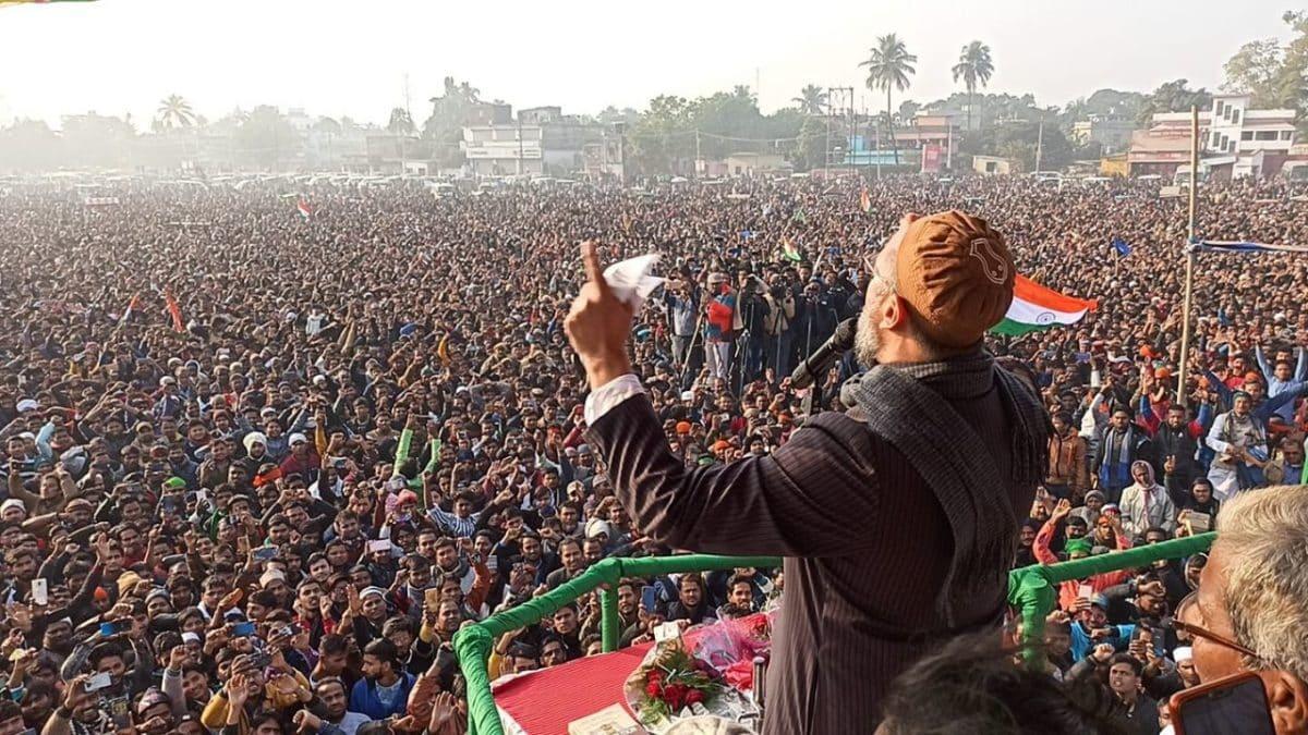 किशनगंज में Owaisi के साथ आयी Bhim Army, मंच पर लगी रही Manjhi की तस्वीर