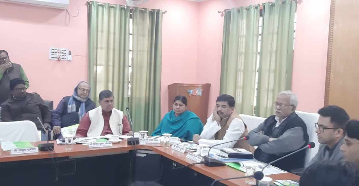 प्रभारी मंत्री की अध्यक्षता में जल-जीवन-हरियाली एवं मानव श्रृखंला की तैयारी को लेकर बैठक