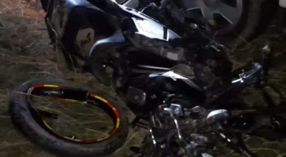 Scorpio loaded with liquor hits bike, three dead Araria