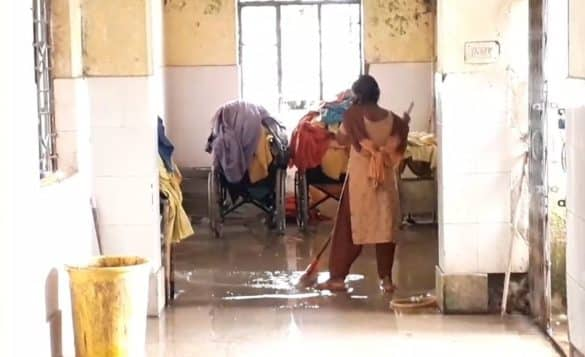 Kishanganj: Water enters the maternity ward of Sadar Hospital