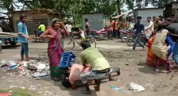 Two groups fight with stikcks to dry maize on road in Kishanganj