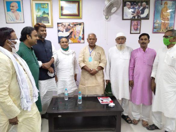 Owaisi Manjhi talks for alliance Bihar Elections