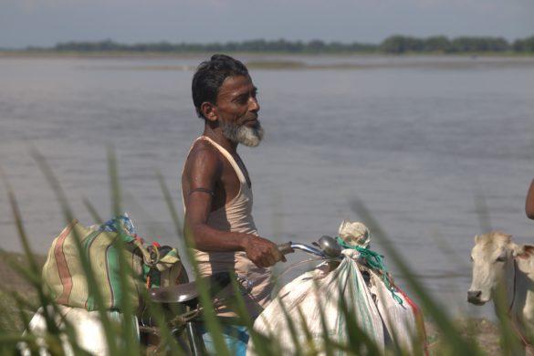 Bihar farmer turned into hawker due to river erosion